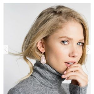 kENDRA SCOTT/Carla Drop Earrings In Gold